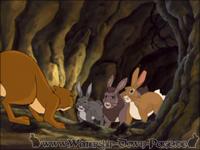 Die Kaninchen bekämpfen das Wiesel in den Gängen der Honigwabe